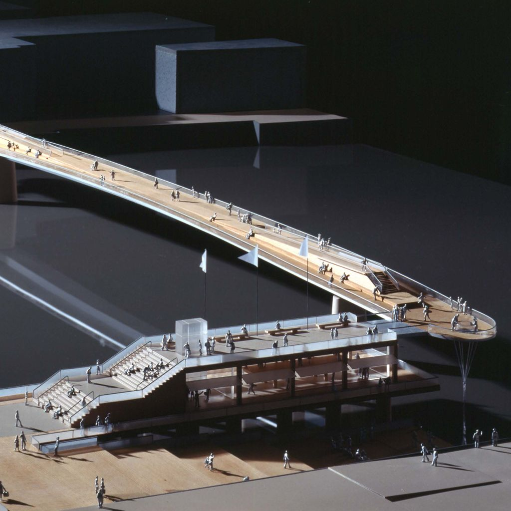 Model view 2 with floating steps