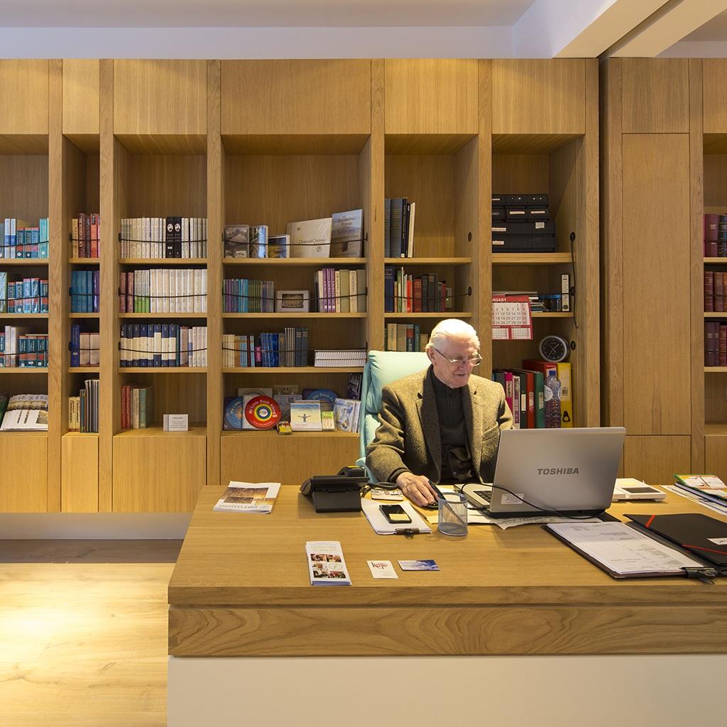 Reading room desk photo by A Sanvito